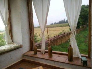 Cabana rustica de adobe y madera.