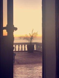 Toutes les chambres ont une vue sur l'océan.