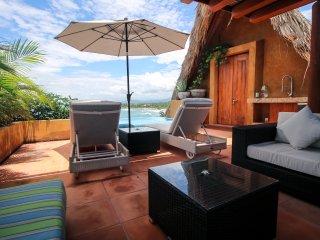 Beachfront, 2Bdrm, Beautiful Penthouse on Quite, Sand Beach  w/ A+ Surf & Views