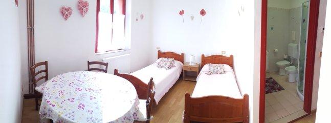 La première chambre, la première chambre avec 2 lits simples
