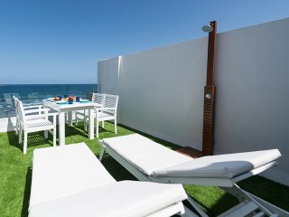 GC52 DELUXE HOME, SEA VIEW AND TERRACE