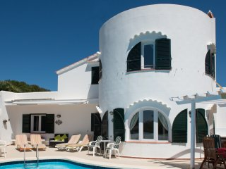 Villa Redonda. Very private pool. Country & Sea views to Majorca.