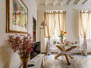 A Few Steps from Duomo, Bright and Quiet Apartment.