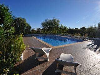 Vila Tropical - Fantástica moradia com piscina privada e campo de ténis