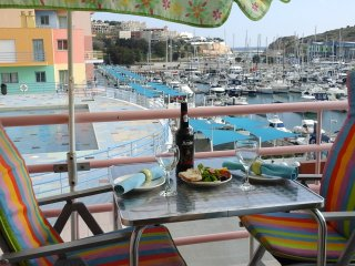 FRONT LINE APARTMENT ON MARINA, SPACIOUS,STUNNING VIEWS, POOL