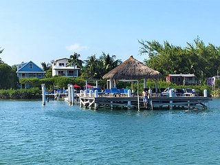 Beach Front 2 bedroom 1 bath home with private pool, dock, Beach & AC