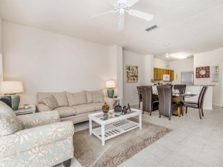 Beautiful 3BR 2.5bth Resort Townhouse with private splash pool from $133 a night