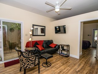 New Orleans Hideaway - Couples, Seniors, Business Travelers, Kids and Pets!