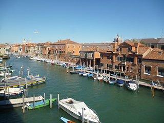Vista magnifica su laguna e canale della Giudecca in un angolo di vera Venezia