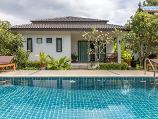 New 2 Bedroom & Pool near Beach