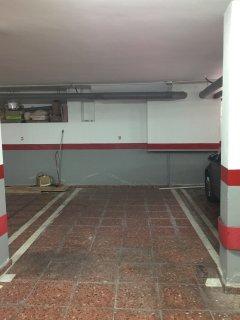 aparcamiento apto para coche pequeño o mediano