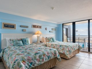 Amazing Freshly Updated Ocean Front Studio! Sleeps 4! SEPTEMBER & OCTOBER SALE!!
