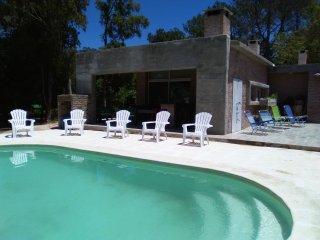 Casa para 8 personas ,piscina y demas a 1 cuadra del mar .