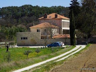 JDV Holidays - Gite St Armond, Oppede, Luberon, Provence
