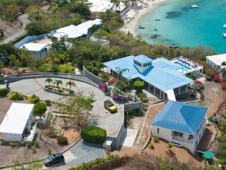 Stunning 5B Private Pool/ Spa, Exercise Rm, Gated Driveway & Secret Beach