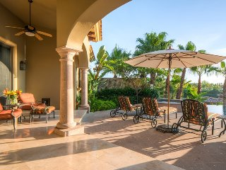 Beautiful 4B Home w/Private Pool, Amazing Views, Free Wifi & 2 Golf Carts