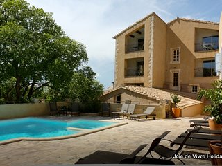 JDV Holidays - The Old Gendarmerie 1, Bonnieux, Luberon, Provence