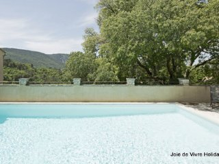 JDV Holidays - The Old Gendarmerie 1, Bonnieux, Luberon, Provence
