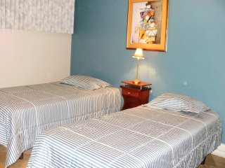 Cesar's House: Triple Bedroom Sleeps 3 - Breakfast included