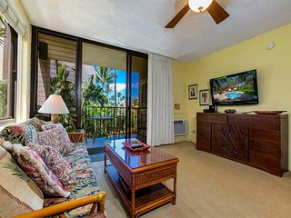 Easy Maui Living w/Kitchen, WiFi, AC, Lanai, TVs+Washer/Dryer–Kamaole Sands 5201