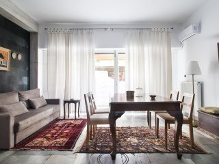 Arty apartment 95 m2 perfect for families in Kolonaki Athens, metro, A/C, WiFi