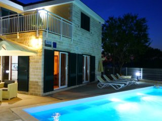 Villa Tin with a pool