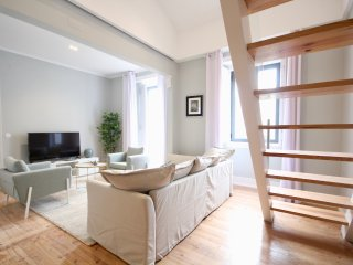 Cardo White Duplex Apartment, Alameda, Lisbon