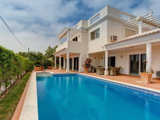 Casa Oleander - 4 bedroom villa with private pool, short walk to Carvoeiro