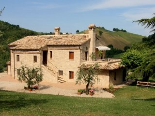 Eco holiday apartment with private pool, organic vineyard & fantastic views