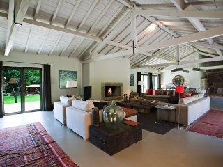 Large open Lounge Area