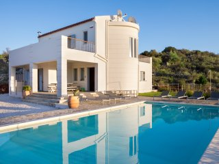 Luxury Villa with Private Pool, Totally Privacy and Amazing Mountain Views