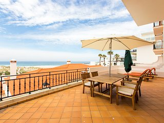 Praia Del Rey Beachfront Golf and Surf Apartment