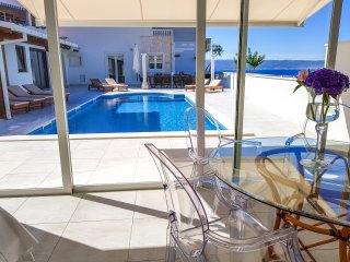 Villa GG: Exclusive accommodation for families and friends / The White Villa