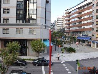 APARTAMENTO DE ALTO NIVEL  CON WiFI, OPCIÓN DE  PARKING  Y  EXCELENTE UBICACIÓN