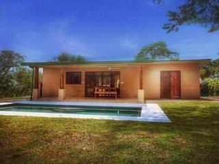 villa neuve 6 personnes piscine privée 7 mm de la plage et de Tamarindo
