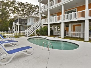 ALL-INCLUSIVE RATES! Surf Dog - Short Walk to Beach & Gorgeous Private Pool