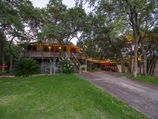 CASA DE LA LUZ 'HOUSE OF LIGHT' 5/3 OUTDOOR OASIS~LAKE VIEW~SLEEPS 13