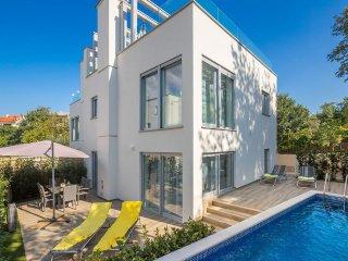 16002 Luxus moderne Villa in Malinska