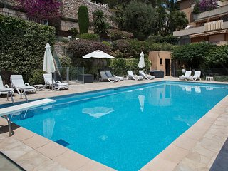 Monaco Country Park 2 bedroom garden apartment with pool close to beach