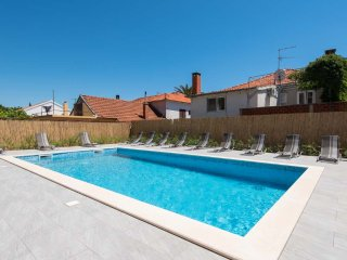 Great Holiday Home with Swimming Pool and place for up to 15 person!