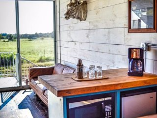 Cozy Shipping Container Home Rental - Houze I