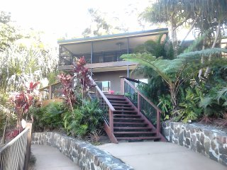 Tunnel RIdge Outlook Apartment, Stunning bush dam and out to sea views!