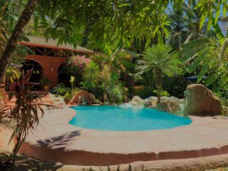 Villa Havana ~ 6 Bedrooms / 5 Bath ~ Rustic & Modern charm, 1 Min walk to Beach