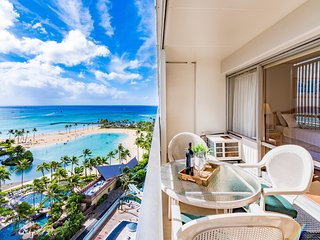 Ilikai Collection # 8. Gorgeous Beachfront Condo Great Value All Year !Sleeps 4.