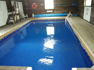 Blue Mountain Indoor Pool sleep 20 Cottage
