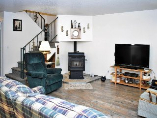 Cozy family home w/easy access to skiing, lakeside adventures, & attractions