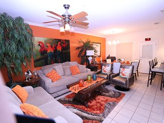 Luxurious 3BR Condo Steps to Pool, Balcony, 1/2 Block to Beach & Free Coffee