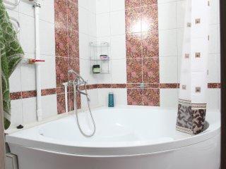Просторная квартира с огромной ванной.