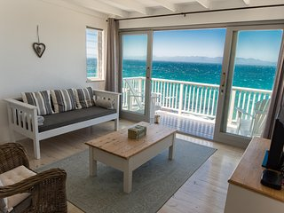 Simon's Town Top Floor Apartmnt 180degree Sea View