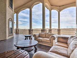 NEW!Luxurious 5BR Hudson House w/ Rocky Mtn. Views